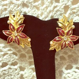 Avon Pierced Holiday Gold tone earrings.Vintage🌺